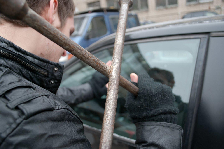 Vilniuje pagrobti du apynaujai automobiliai, kurių bendra vertė viršija 50 tūkst. eurų.<br>J.Stacevičiaus asociatyvioji nuotr.