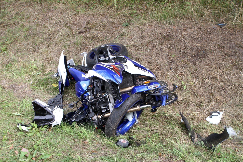 Per avarijas Alytaus ir Pakruojo rajonuose sužeisti 4 žmonės, ypač sunki jaunos motociklo keleivės būklė.<br>M.Patašiaus asociatyvioji nuotr.