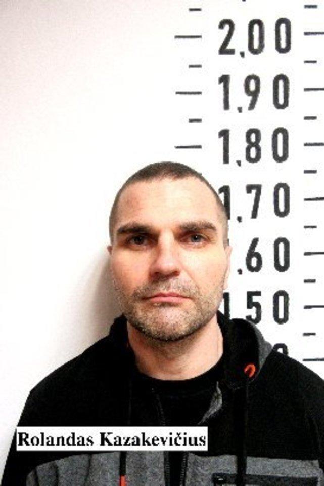 Rolandą Kazakevičių Pakruojo rajone sulaikė Kalėjimų departamento Kriminalinės žvalgybos pareigūnai kartu su policija.<br>Kalėjimų departamento nuotr.