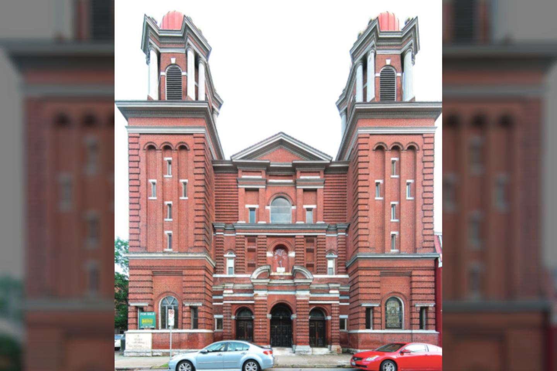 """Jungtinėse Valstijose galima apsigyventi po lietuviškos bažnyčios skliautais.<br>""""Wikimedia Commons"""" ir Pitsbergo vyskupijos archyvų nuotr."""