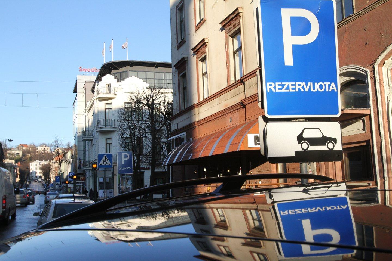 Reaguojant į kauniečių prašymus bei nusiskundimus, artėjančiame Kauno miesto savivaldybės tarybos posėdyje bus siūloma plėsti apmokestintas teritorijas.<br>M.Patašiaus nuotr.