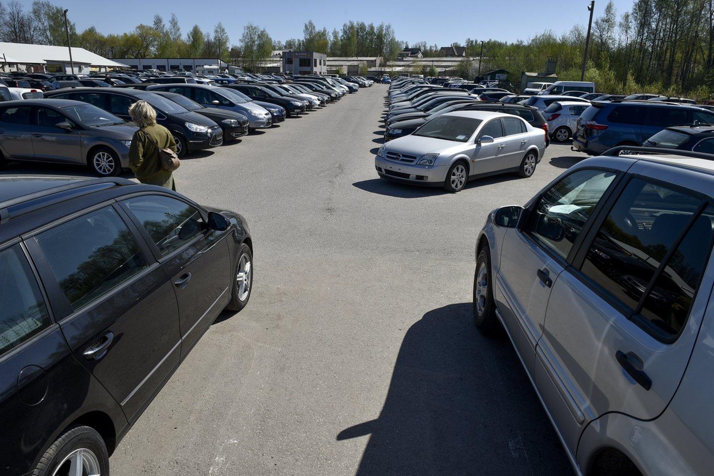 2021 m. balandį šalyje pirmą kartą įregistruota 14 750 naudotų lengvųjų automobilių.<br>V.Ščiavinsko nuotr.