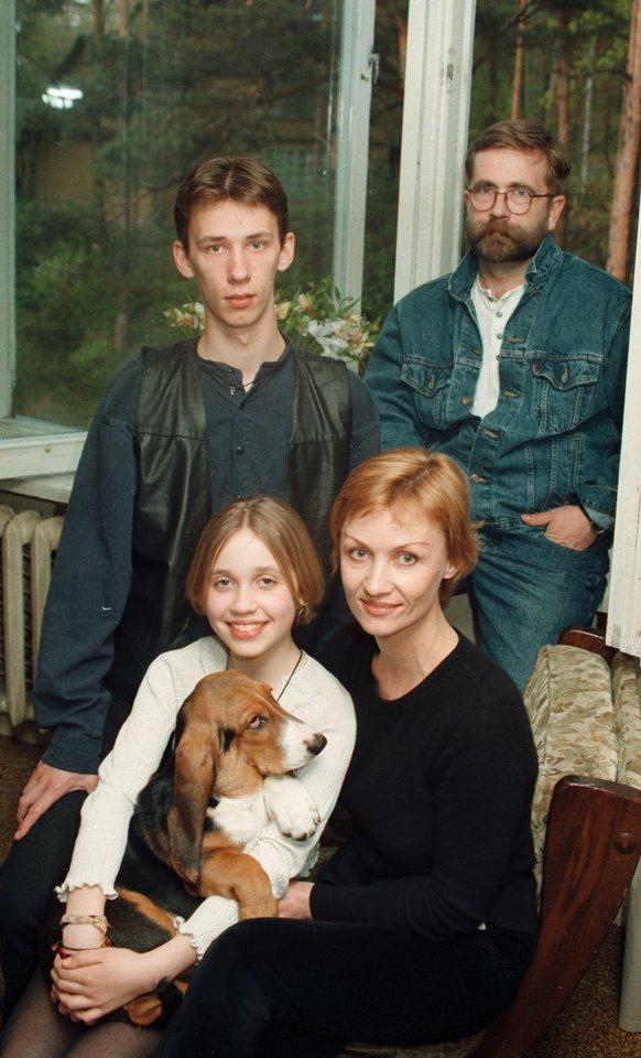 Vytautas Kernagis su šeima 2005-aisiais.<br>Martyno Vidzbelio nuotr.