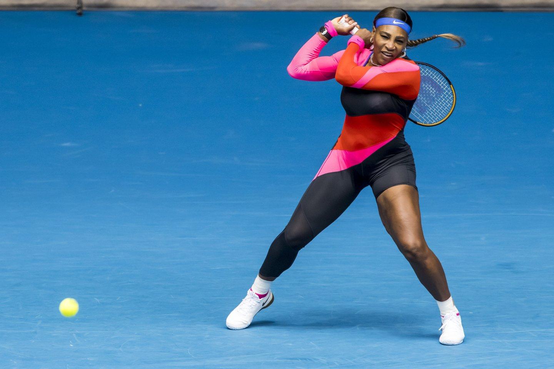 Serena Williams žaidė neįprasta apranga.<br>Zuma/Scanpix nuotr.