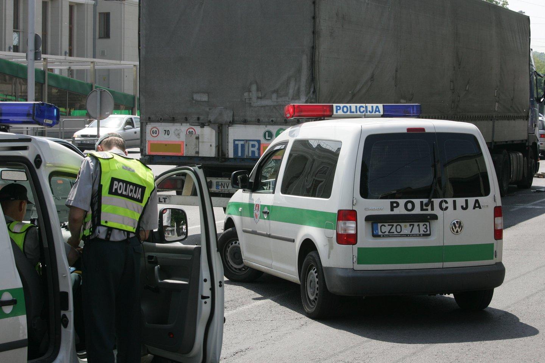 Per savaitę Kelių patrulių kuopos pareigūnai mobiliaisiais greičio matavimo prietaisais užfiksavo 714 greičio viršijimo atvejų.<br>M.Patašiaus nuotr.