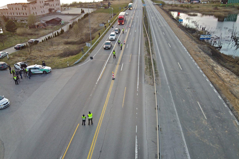 Per savaitę Kelių patrulių kuopos pareigūnai mobiliaisiais greičio matavimo prietaisais užfiksavo 714 greičio viršijimo atvejų.<br>A.Vaitkevičiaus nuotr.