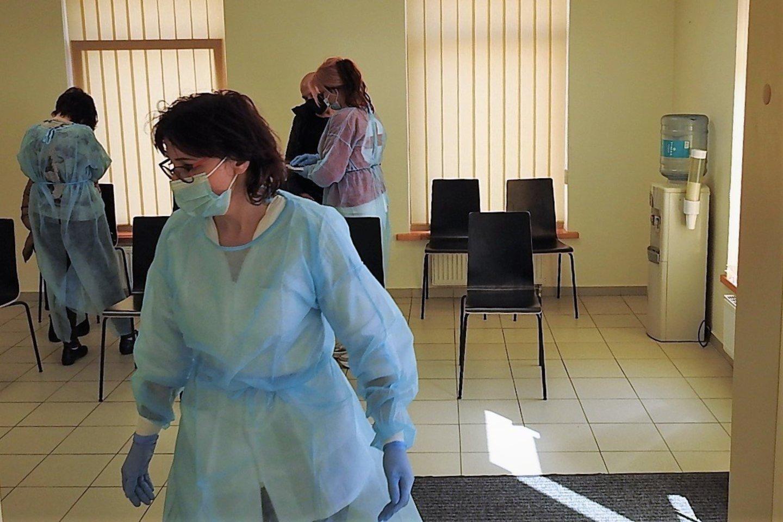"""Šią savaitę pasiskiepyti """"Vaxzevria"""" (""""AstraZeneca"""") vakcina Klaipėdoje jau gali ir visi pilnamečiai.<br>G.Pilaičio nuotr."""
