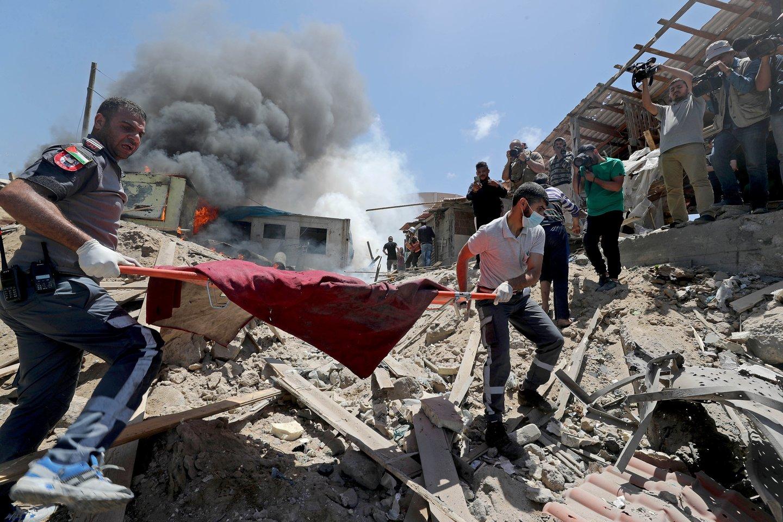 Šešios iš 10 Gazos elektros linijų neveikia ir tiekimas sumažėjo daugiau nei perpus.<br>Reuters/Scanpix nuotr.