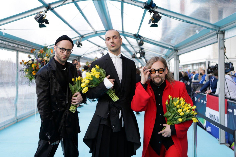 Grupė konkurso atidaryme puošėsi itin originaliai.<br>EBU/ THOMAS HANSES nuotr.