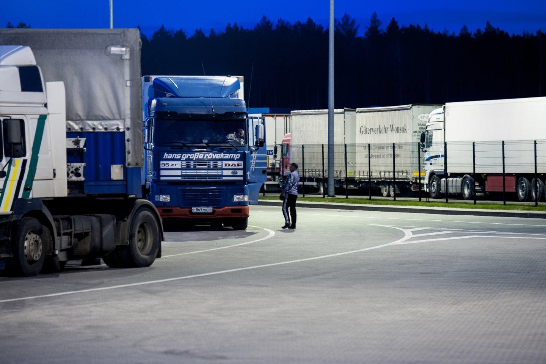 Lietuvoje nėra parengiama pakankamai vairuotojų, o vežėjų įmonės jau dabar išnaudojo 85 procentus užsieniečių įdarbinimo kvotų, numatytų šiems metams.<br>V.Ščiavinsko nuotr.