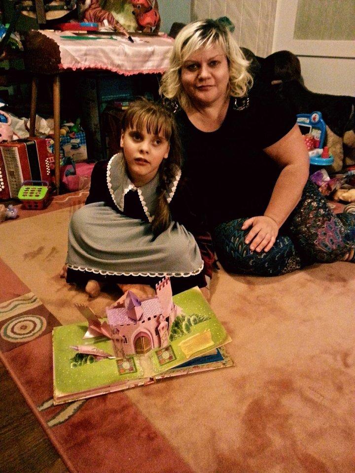Katerina viena rūpinasi Monika penkerius metus, tiesa, seniau dar padėdavo vyresnės dukros.<br>Asmeninio archyvo nuotr.
