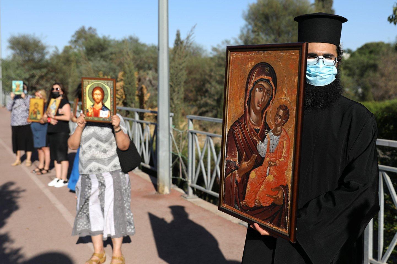 """Būrys dvasininkų surengė protestą prieš """"Eurovizijoje"""" skambančią Kipro dainą: """"Tai negarbinga""""<br>Scanpix/RS nuotr."""