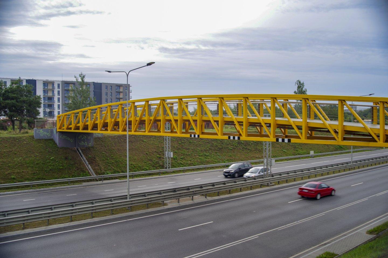 Nuo 2016 m. virš Vilniaus vakarinio aplinkkelio stūkso pakibęs statinys – viadukas.<br>V.Ščiavinsko nuotr.