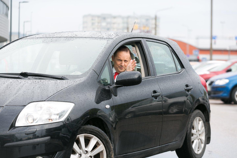 Visuomet pasitempęs, rimtas ir susikaupęs – tokį R.Petkevičių pažįsta žiūrovai iš televizijos ekranų.<br>T.Bauro nuotr.