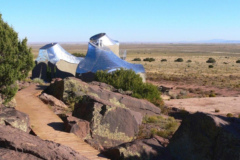 Aleksandros Kašubos suprojektuotos kriauklės formos svečių studijos Meksikos dykumoje.<br>LNDM archyvo nuotr.