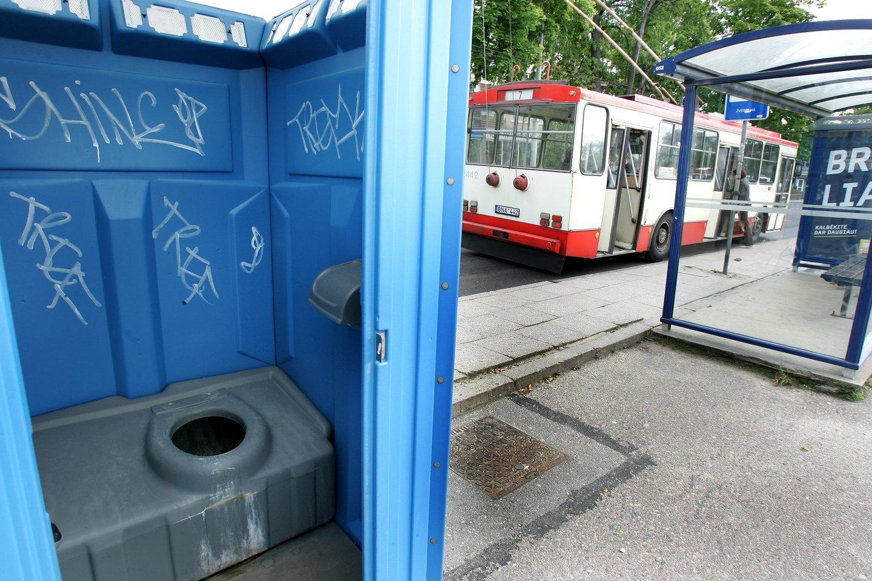 Šie metai lauko tualetams – jau priešpaskutiniai. Jų atsisakyti iki 2023-ųjų metų visose gyvenvietėse, kur yra daugiau nei 2000 gyventojų<br>V.Balkūno nuotr.
