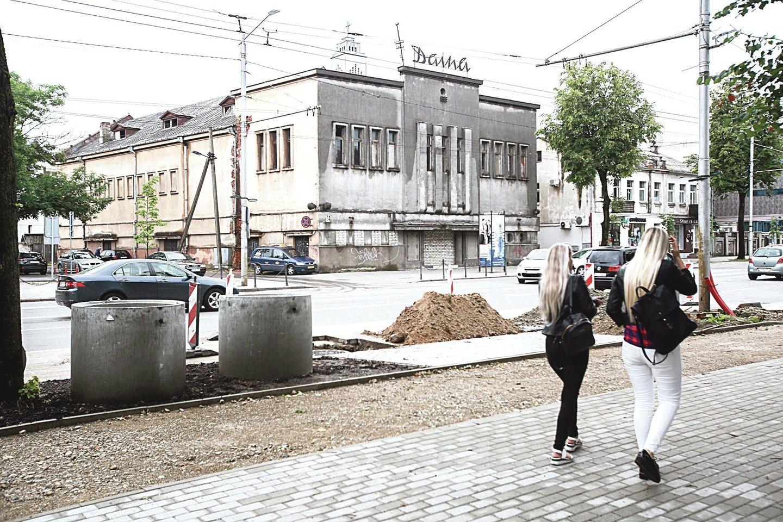 """Buvusio Kauno kino teatro """"Daina"""" pirkėjas žada jį atverti po dvejų metų.<br>G.Bitvinsko nuotr."""