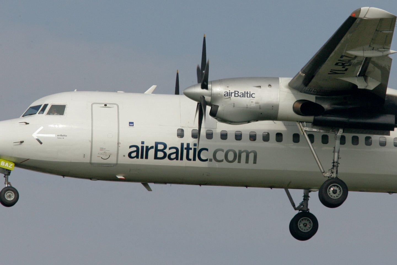 """""""Wizz Air"""" ir """"Air Baltic"""" patvirtino, jog pirmadienį lėktuvų skrydžius nukreipia nuo Baltarusijos oro erdvės.<br>V.Ščiavinsko nuotr."""