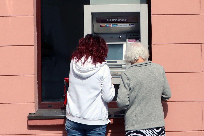 """Projekte siūlomas įteisinti atstumas nuo bankomatų įvardijamas kaip """"protingas atstumas"""".<br>M.Patašiaus nuotr."""
