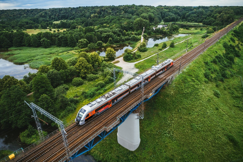 """Bendrovė """"LTG Link"""", atsakinga už keliones traukiniais Lietuvoje ir užsienyje, jau penktą vasaros sezoną siūlo tiesiogines keliones į pajūrio kurortus.<br>Pranešėjų spaudai nuotr."""