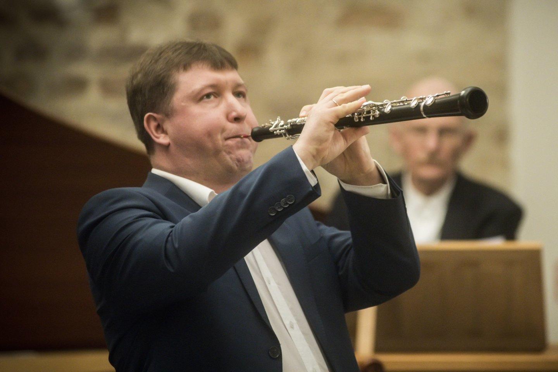 """R.Beinaris – ansamblio """"Musica humana"""" meno vadovas ir dirigentas, obojininkas, Muzikos ir teatro akademijos profesorius.<br>D.Matvejevo nuotr."""