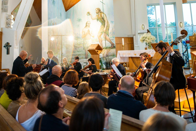 Šįmet R.Beinario užmojai kaip niekad platūs – nuo jaukių koncertų Varėnos rajono bažnyčiose iki operos Juodkrantėje.<br>N.Žilinskaitės nuotr.