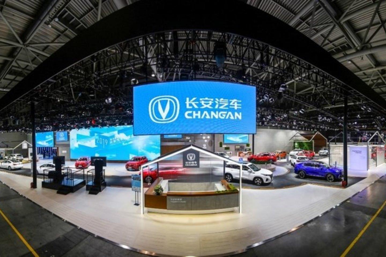 """Kinijos automobilių kompanija """"Changan"""" ir technologijų milžinas """"Huawei"""" sutarė kurti naują elektromobilių markę.<br>www.autonews.com nuotr."""