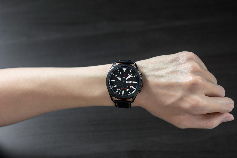 """""""Samsung"""" nusprendė suvienyti jėgas su """"Google"""" ir vartotojams pristatys naują, išmaniesiems laikrodžiams skirtą operacinę sistemą"""", – skelbiama gamintojų pranešime spaudai.<br>""""Samsung"""" nuotr."""