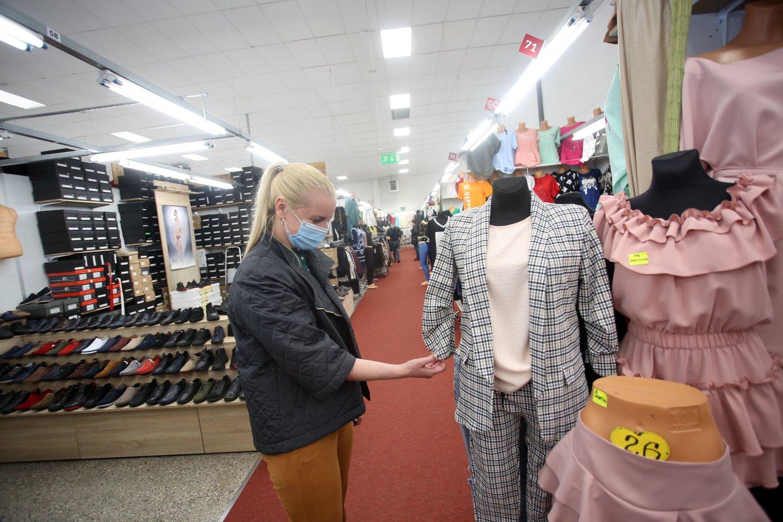 """Smulkieji """"Urmo"""" prekybininkai nedaug tesulaukia pirkėjų, – neįstengia padengti per karantiną atsiradusių skolų.<br>M.Patašiaus nuotr."""