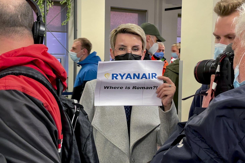 Priverstinai lėktuvą su keleiviais Minske nutupdęs A.Lukašenos režimas sulaukė greitos ir griežtos reakcijos.<br>V.Ščiavinsko nuotr.
