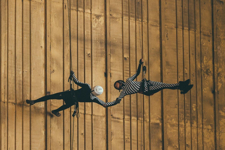 """Prieš porą metų I.Briazkalovaitė sumanė ir įgyvendino dar vieną vertikalaus šokio projektą """"Giedanti Vydūno upė"""".<br>Klaipėdos valstybinio muzikinio teatro nuotr."""