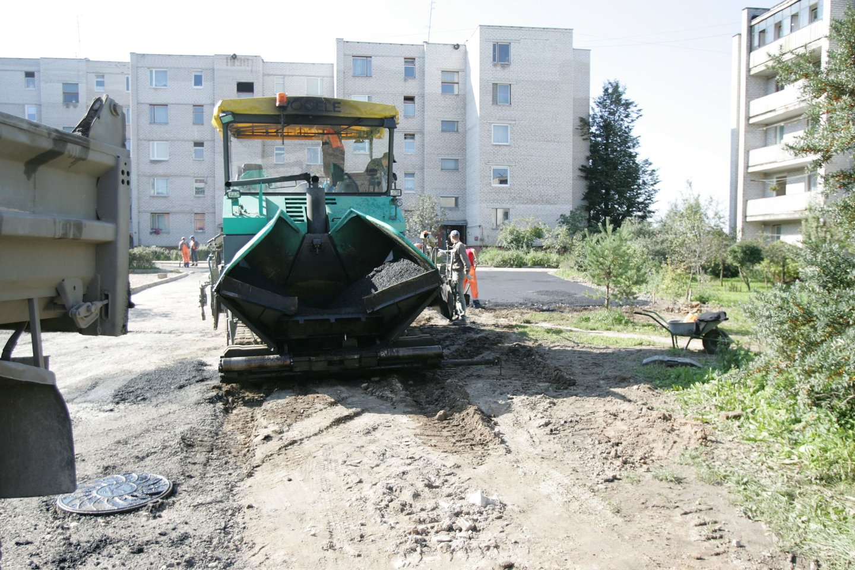 Seimui raginant greičiau asfaltuoti žvyrkelius, premjerė Ingrida Šimonytė sako, kad dėl to gali nukentėti kiti ekonomikos sektoriai.<br>A.Barzdžiaus nuotr.