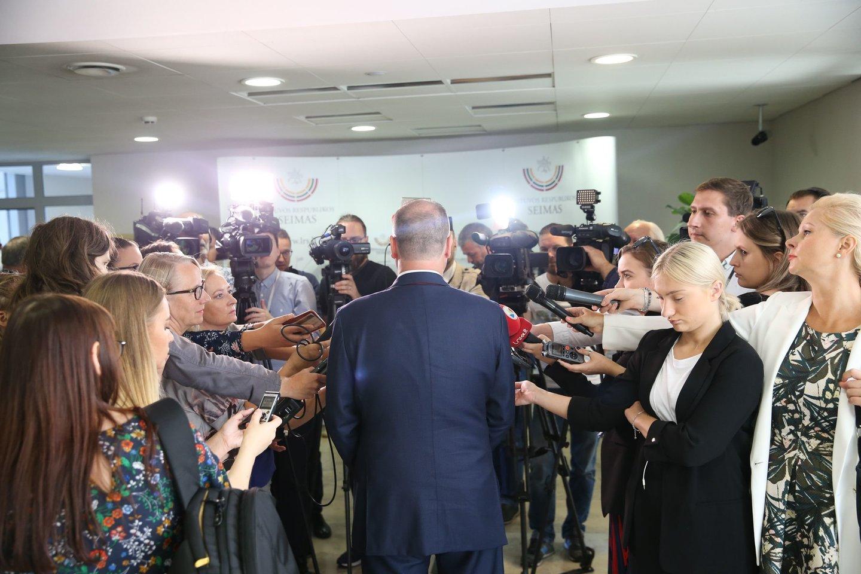 """Portalolrytas.ltredaktorius Tautvydas Mikalajūnas su mokytojais diskutavo ir dalinosi ilgamete savo patirtimi apie žurnalistinio darbo užkulisius, rizikas bei """"fake news"""".<br>R.Danisevičiaus nuotr."""