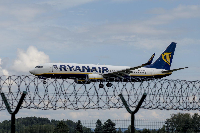 JT aviacijos organizacija planuoja pradėti tyrimą dėl incidento su lėktuvu.<br>V.Ščiavinsko nuotr.