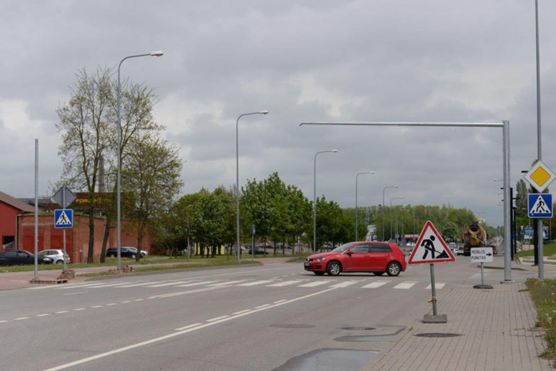 Siekiant užtikrinti Klaipėdos miesto gyventojų ir svečių saugumą, šiais metais uostamiestyje bus įrengta daugiau šviesoforais reguliuojamų pėsčiųjų perėjų.<br>V.Jurevičienės nuotr.