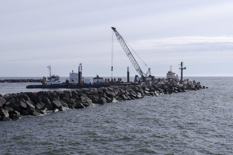 Klaipėdos uoste šiuo metu rekonstruojamas molas.<br>V.Ščiavinsko nuotr.