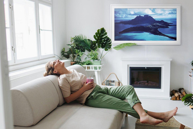 Televizorius gali tapti stilinga interjero detale arba atvirkščiai – sugadinti visą kambario vaizdą.<br>Autorių nuotr.