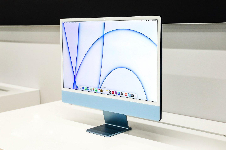 Septynių skirtingų spalvų, vos 11,5 mm storio ir 4,66 kg svorio itin greitus ir galingus stalinius kompiuterius jau galima įsigyti ir Lietuvoje.