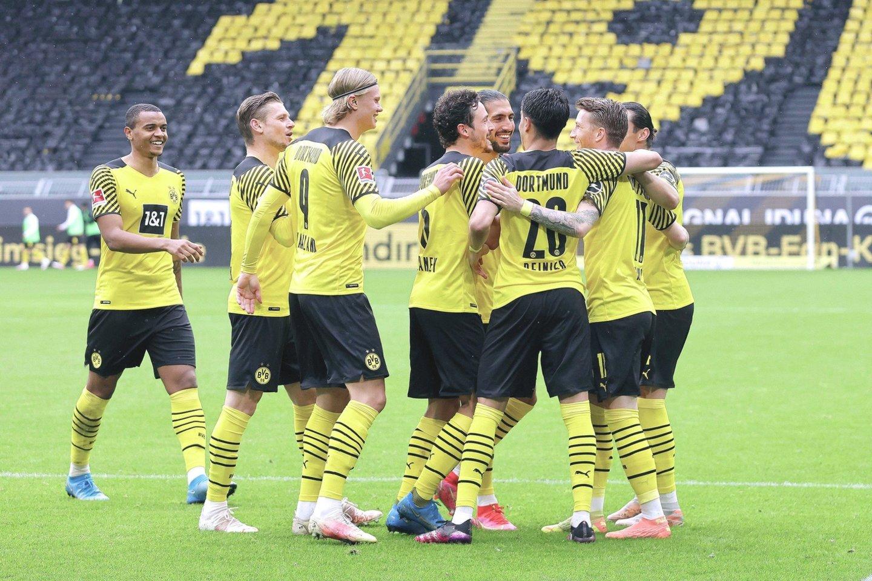 """Iš 32 Europos klubų pandemijos metais mažiausiai krito Dortmundo """"Borussia"""" (nuotr.) vertė, o labiausiai smigo paskutinė bundeslygoje likusi """"Schalke"""".<br>""""Imago""""/""""Scanpix"""" nuotr."""