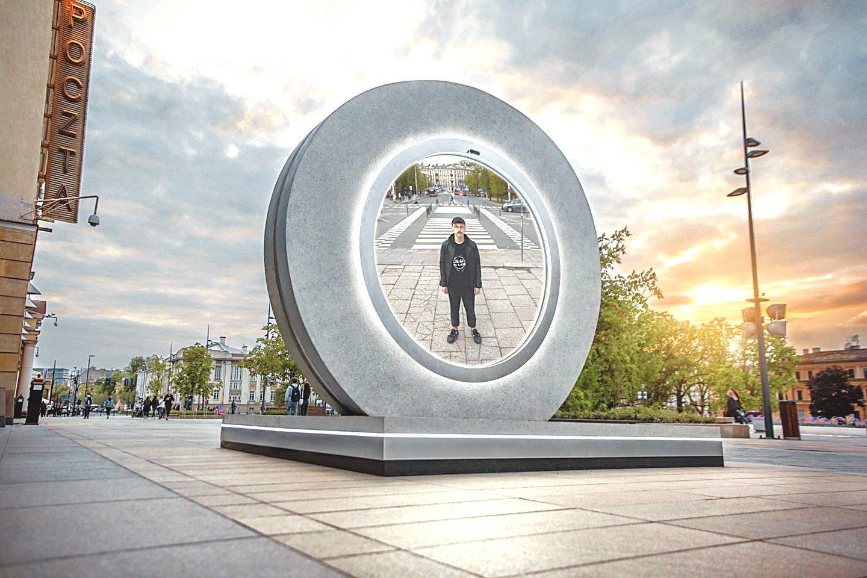 """Trečiadienį prie geležinkelio stoties projektas """"Portalas"""" vaizdo ryšiu sujungė du miestus – Vilnių ir istoriškai nuo mūsų neatsiejamą Liubliną Lenkijoje."""