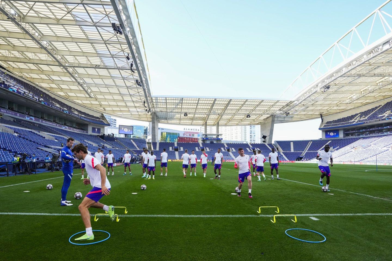 """Chelsea"" treniruotė Porto ""Dragao"" stadione.<br>AP/Scanpix nuotr."