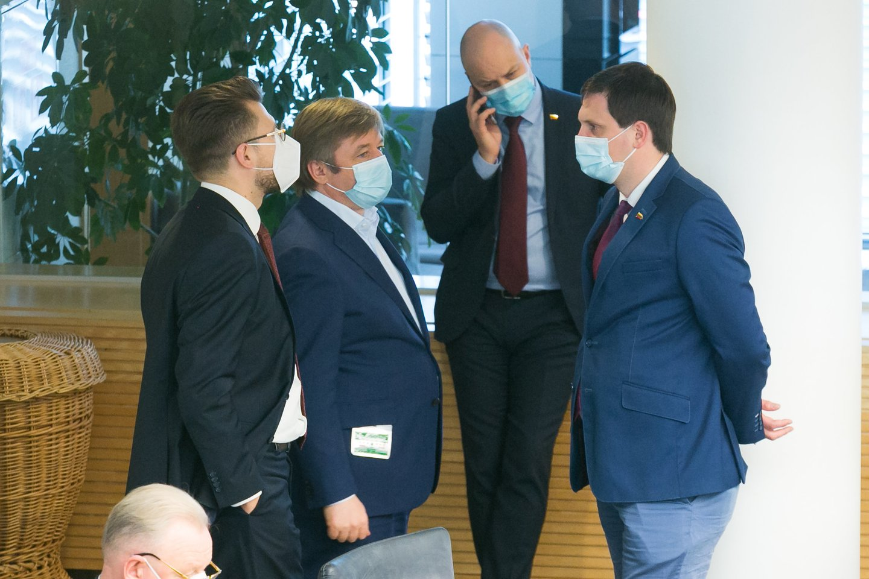 Kritus Tėvynės sąjungos-Lietuvos krikščionių demokratų populiarumui, į pirmąją poziciją po ilgo laiko išsiveržė Lietuvos valstiečių ir žaliųjų sąjunga (LVŽS).<br>T.Bauro nuotr.