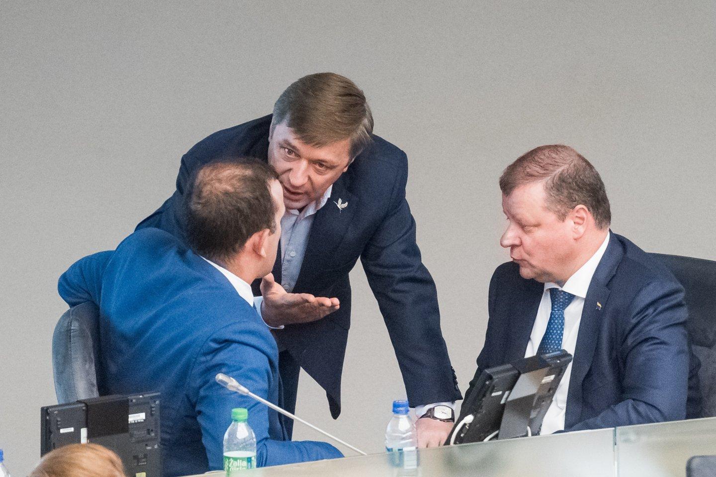 Kritus Tėvynės sąjungos-Lietuvos krikščionių demokratų populiarumui, į pirmąją poziciją po ilgo laiko išsiveržė Lietuvos valstiečių ir žaliųjų sąjunga (LVŽS).<br>D.Umbraso nuotr.