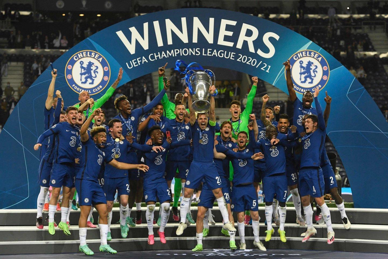 "Čempionų lygos taurė – ""Chelsea"" futbolininkams.<br>AFP/Scanpix nuotr."