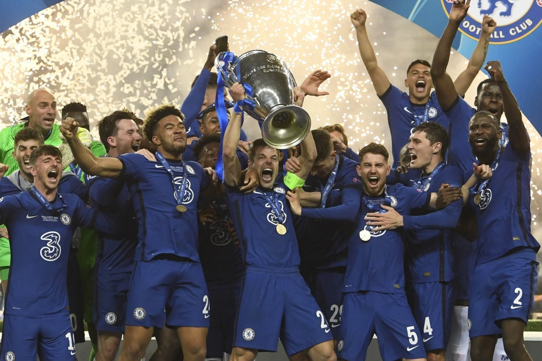 "Čempionų lygos taurė – ""Chelsea"" futbolininkams.<br>Reuters/Scanpix nuotr."