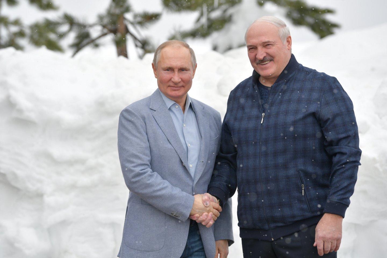 Rusija ir Baltarusija prakalbo apie dvišalę integraciją.<br>Reuters/Scanpix nuotr.