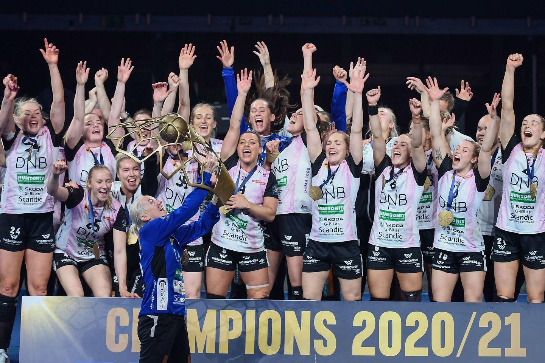 """""""Vipers"""" moterų rankinio klubas iškovojo Čempionų lygos trofėjų.<br>Reuters/Scanpix.com nuotr."""