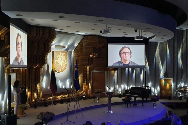 Gegužės 28 d. architektui Gintautui Vieversiui neakivaizdžiai įteikta Vyriausybės kultūros ir meno premija, kuriai jį teikė Lietuvos architektų sąjunga.<br>Andriaus Balšio nuotr.
