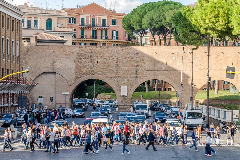 """""""Sony"""" vaizdo jutiklis IMX500 su integruota dirbtinio intelekto technologija padės sumažinti eismo spūstis ir padidins pėsčiųjų saugumą Italijos sostinėje Romoje.<br>""""Sony"""" nuotr."""