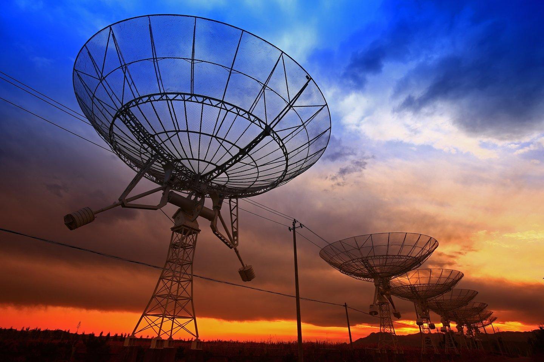 Šiuo metu trumpųjų radijo žybsnių žinoma virš tūkstančio, bet vis dar labai neaišku, kokie procesai juos kuria.<br>123rf nuotr.